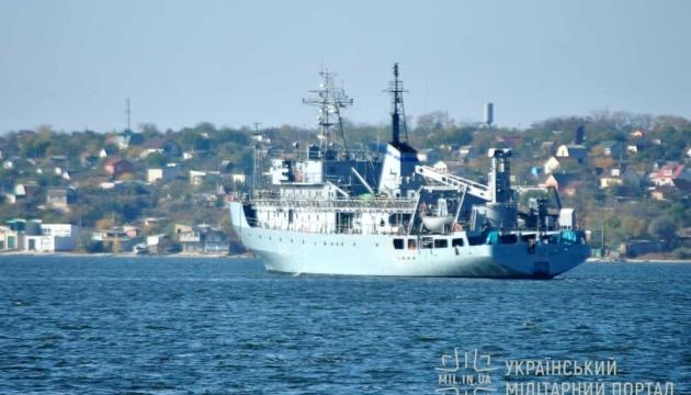 Пошкоджений корабель ВМС буксирують в Одесу, частина команди – у пункті дислокації